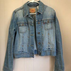 Levi's | women's light wash denim jean jacket